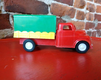 Vintage Plastic Truck Toy (19A)