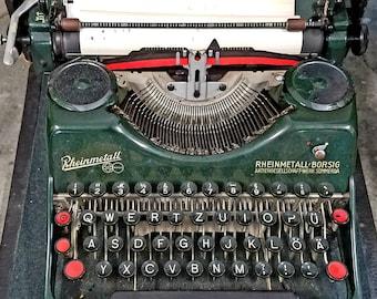 Rheinmettal Borsig vintage Typewriter, green and glorious, great working order, portable with case