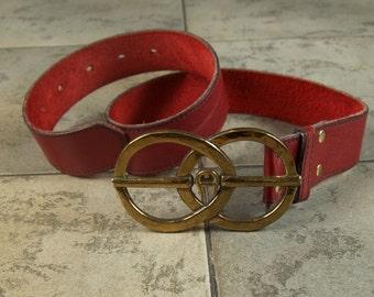 2500f90f77ad78 Schöne Aigner rot Leder Vintage Gürtel mit Logo Schnalle rot