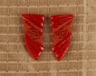 SALE WAS 65 Fabulous Red Carved Bakelite Shoe Clips zlo