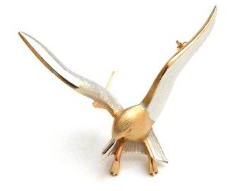 Seagull in Flight Pin
