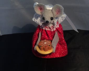 Mouse with a Coffee Cake