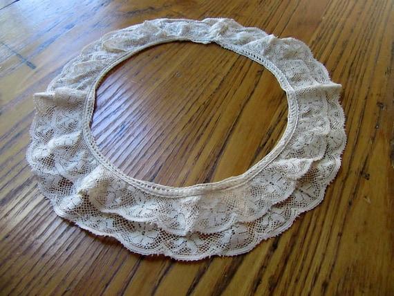 Antique Bucks Point Lace Collar, Antique White, Fl