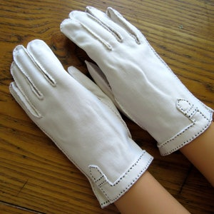 Vented Wrists Leather Driving Gloves Black Stitching Retro Fashion 6 Gusseted Buttery Soft Vintage Leather Gloves Ivory Kid Leather