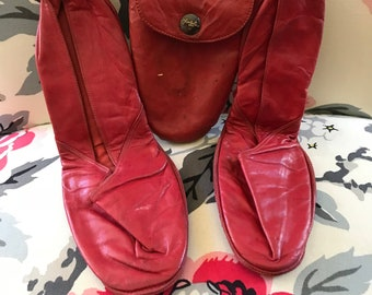 Vintage 1910's 1920's (?) red Footgluv travel slippers size 7 (?)