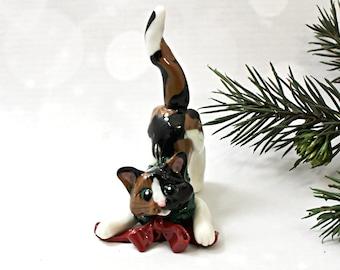 Cat Calico Porcelain Christmas Ornament Figurine Wreath