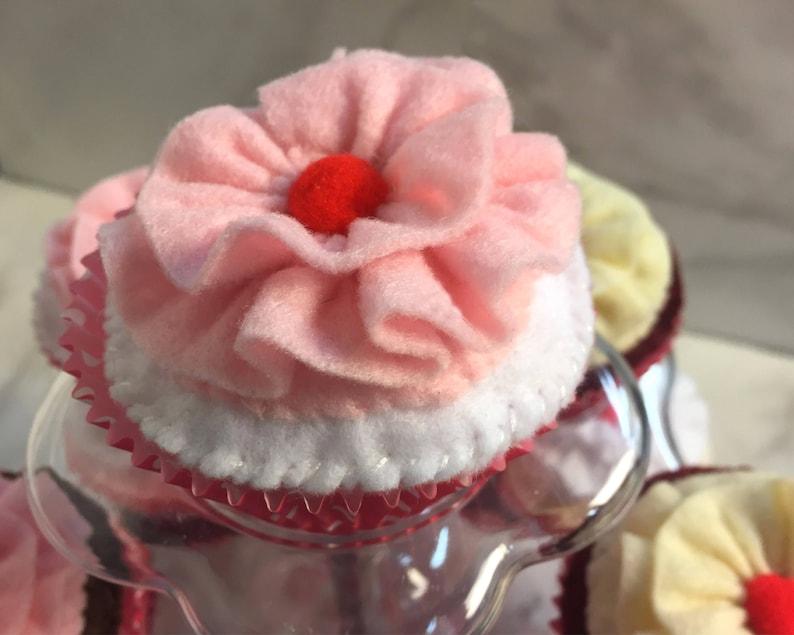 One WHITE SIGNATURE Felt Cupcakes Food Imaginative