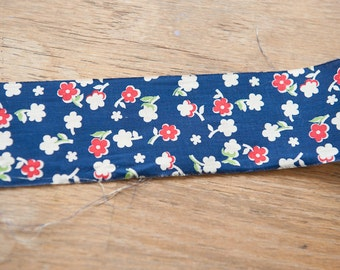 Happy Red Daisies - Vintage Fabric 40s 50s New Old Stock Binding