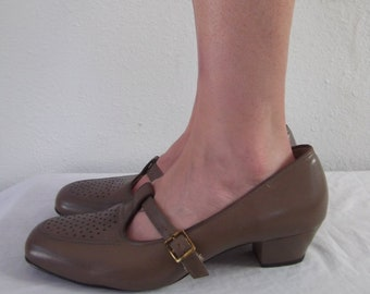 1306ea895a7 60 s Brown Leather T Strap Mary Jane Shoes