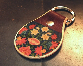 1c1d962553 Flower leather keychain
