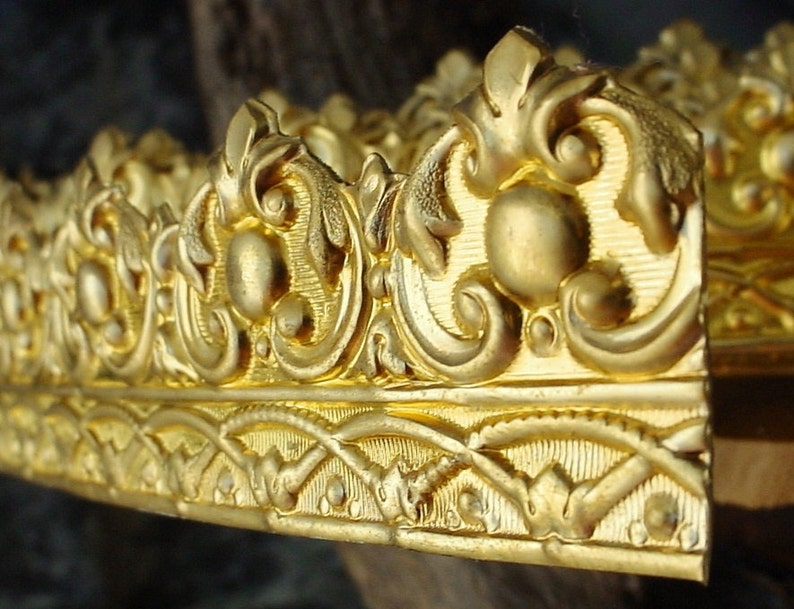 Per 1/2 Foot French Rococo Style Wide Brass Gallery Wire image 0