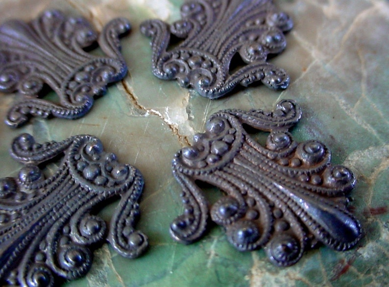 2pc Old Gothic Ornate Antique 16mm Tiny Peacock Plume Vintage image 0