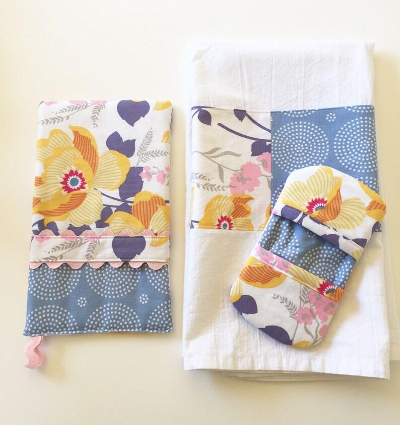 Oven Mitt  Kitchen Towel  Fingertip Mitt in Slate Floral and image 0