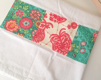 Kitchen Towel in Patchwork - Red and Green Floral