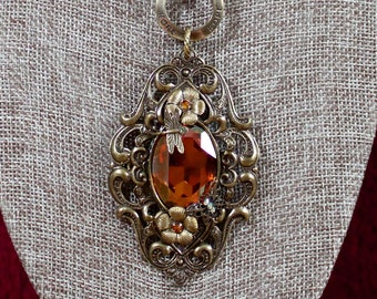Amber Eye - necklace and matching earrings