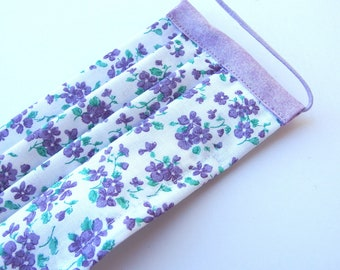 Medium Adult Pleated Face Mask, Lavender Flowers with Nose Wire and Liner Slit