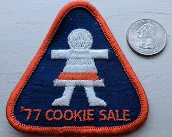 Vintage Brownie Girl Scout patch - '77 Cookie Sale