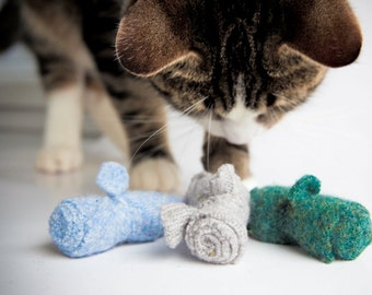 FREE SHIPPING, Furry Friend,  Unique Cat Toy Special, Cat Lovers Gift, Mouse of the month, 4 sets of organic catnip cat toys,  mice toy