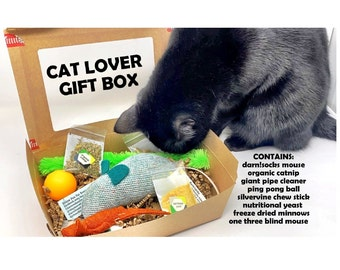 Cat Mom Gift Box, Mother's Day, Organic Catnip Mice, Sustainable Pet Gifts, Unique Cat Gift, Sock Mouse, Free Shipping