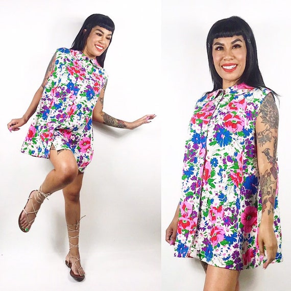 1960's Groovy Floral Peter Pan Collar House Dress