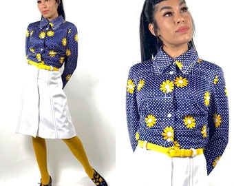 1960's 1970's Mod Flower Power Dress • Navy Blue White Yellow Daisies •  Peter Pan  Rounded Collar •