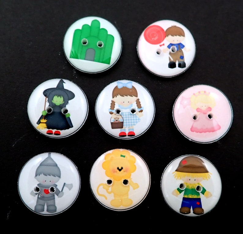 8 Wizard of Oz Buttons.  8 different Wizard of Oz themed image 0