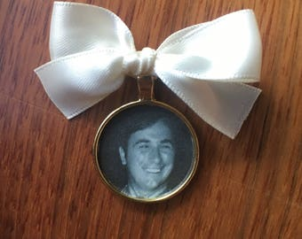 Circle Picture Frame Bouquet Charm