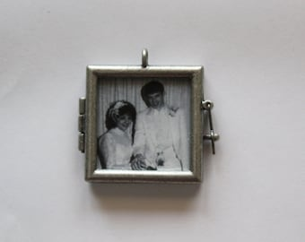 Metal Circle or Square Photo Frame Bouquet Charm