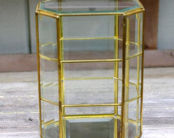 Charmant Curio Cabinet Brass Glass Table Vintage 3 Shelf Beveled Glass Display Case