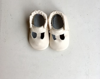 T-Strap Moccs Cream, Baby Shoes, Baby Moccasins, Soft Sole Shoes, Genuine Leather, Leather Sole, Elastic Hidden Ankle