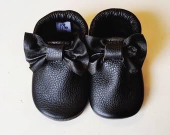 Bow Moccs Black
