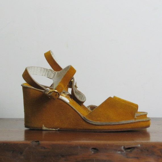 1970s MUSTARD yellow SUEDE wedges, 8.5