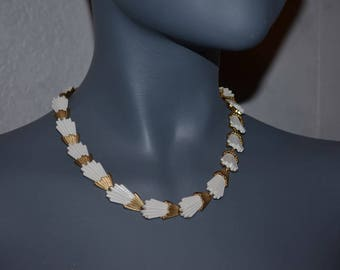 Trifari necklace signed white and brushed matte gold necklace. articulated