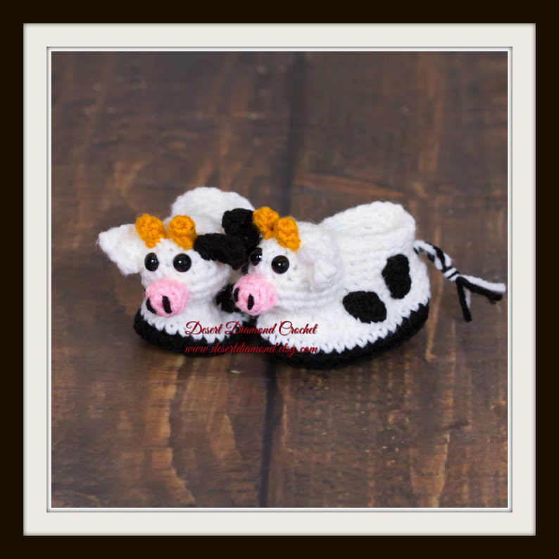 Crochet Pattern 117  Dairy Cow Baby Booties  5 Sizes image 0