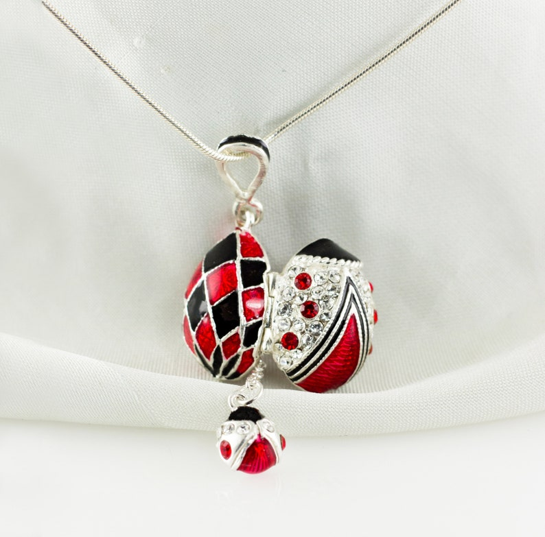 LADYBIRD ENAMEL CHARM  CLIP-ON  YOUR BRACELET//NECKLACE  FREE GIFT BOXED