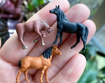 Terrarium Miniatures: Teeny Tiny Horse Figure