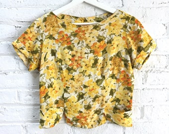 vintage 50s yellow floral summer blouse / 1950s school girl scalloped crop top