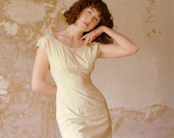 vintage 1940s ecru wiggle dress / tea stained cream 40s wedding dress