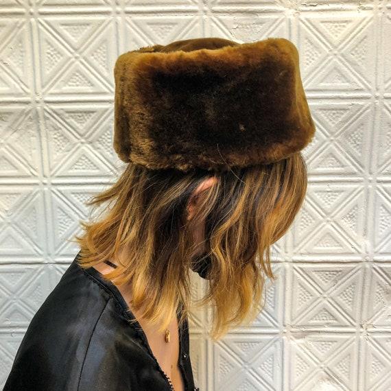 vintage fur pillbox hat / womens fur winter hat