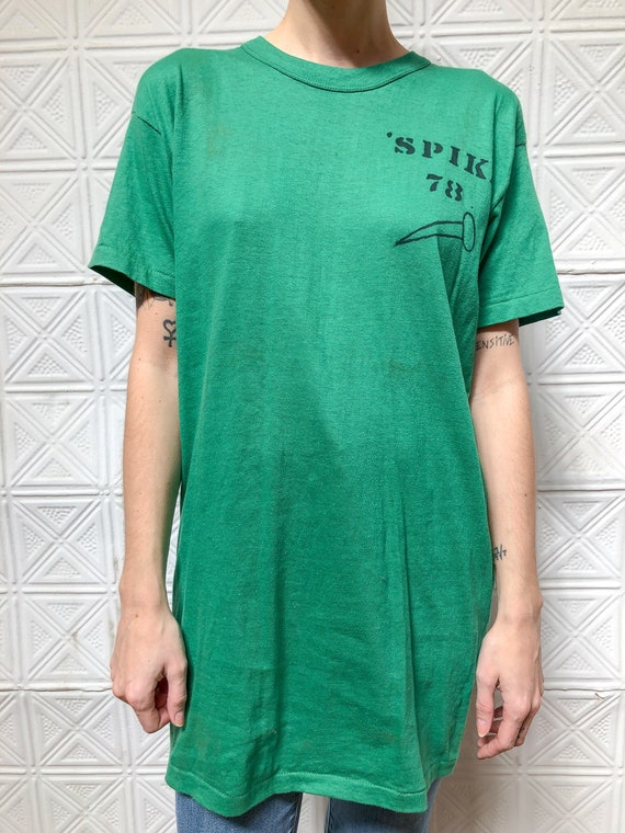 vintage 70s graphic tee / paper thin green tshirt
