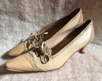 vintage Manolo Blahniks / cream leather pointy toe kitten heel / Y2k pointed toe brogue low heels