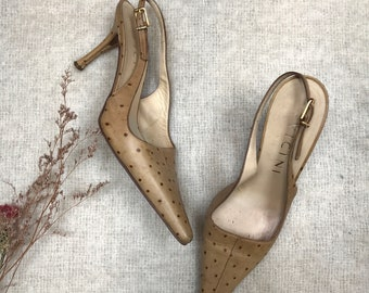 vintage ostrich skin pointed toe pumps / y2k pointy toe slingback heels / ostrich shoes / tan stilettos