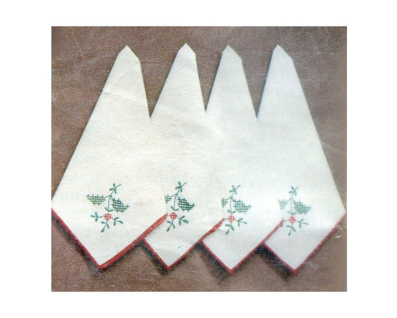 Paragon Christmas Greenery Stamped Cross Stitch embroidery Napkin Set of 4 Vtg