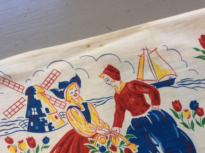 Vintage Tea Towel Happy Dutch Couple Gathers Tulips NOS Retro Kitchen