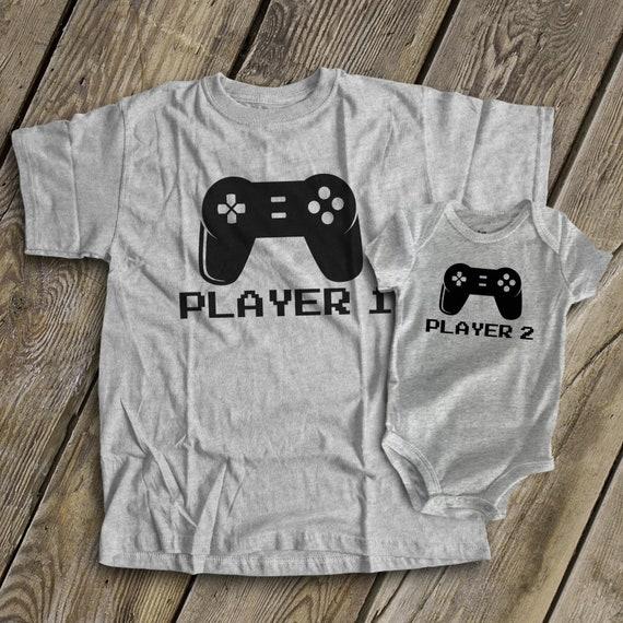 Né à Jouer PS4 avec mon PAPA PERSONNALISÉ Bébé Garçons Filles Vêtements T-shirt