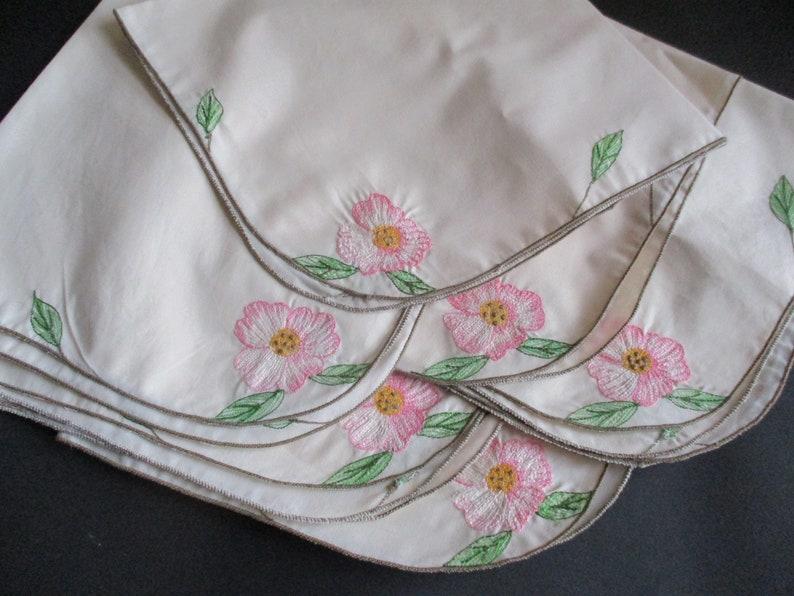 Vintage Napkins Set of 6 Floral Embroidered
