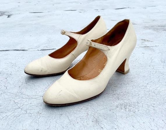 Anello & Davide 1960s 70s White Mary Jane Shoes Si