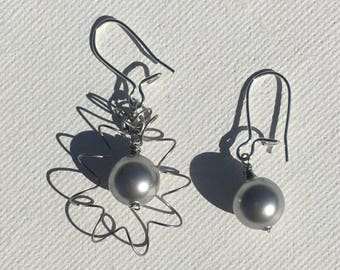 Bouncy Pearl Asymmetrical earrings. Swarovski glass pearls in silver grey.