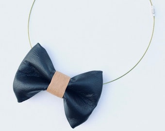 MeToo Necklace - NBowBlck9L - Bow Tie Necklace in black leather and beige knot. Unique.