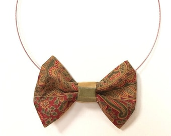 MeToo Necklace - NBowRd16 - Bow Tie Necklace Upholstery Fabric in red and green. Unique.